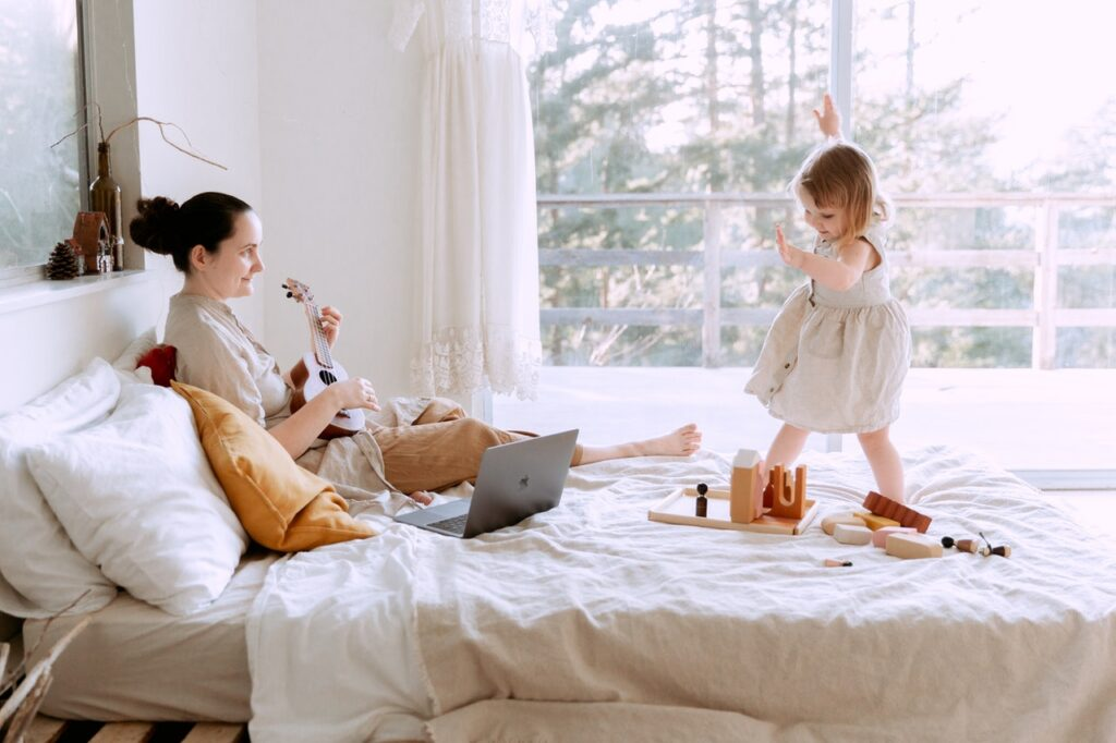 Guidelines for toddlers: eating behavior, toilet, public place, dressing